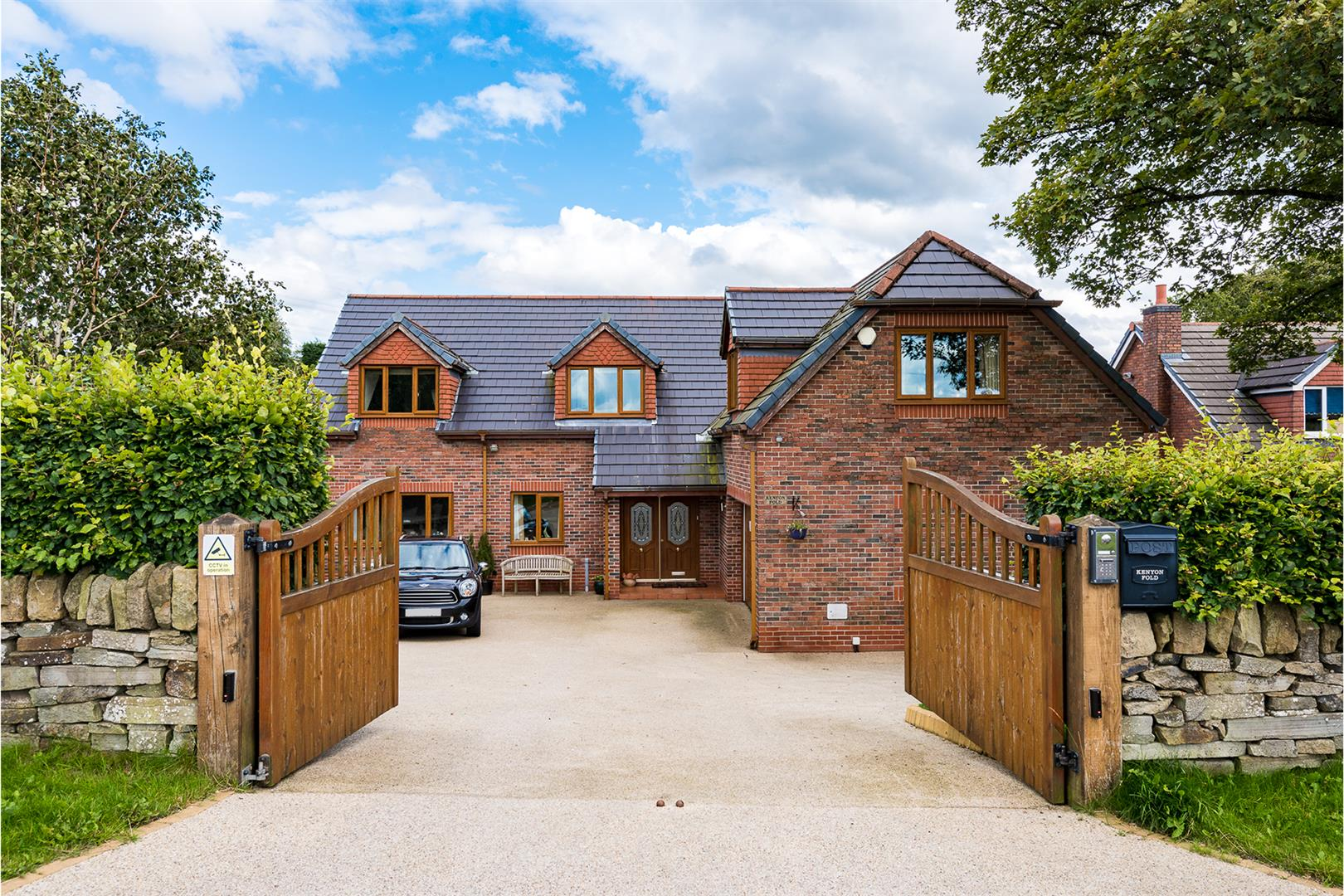 4 Bedroom Detached House Sale Agreed Image 0